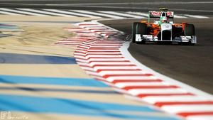 Tonio Liuzzi steers the Force India in Bahrain